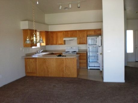 Kitchen of Scenic View Townhome